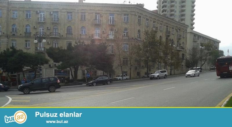 Срочно. В самом центре города на проспекте Нариманова, около «памятника Нариманова» продаётся 2-х комнатная квартира, проект «классическая сталинка», 3-й этаж, общая площадь 56 кв...