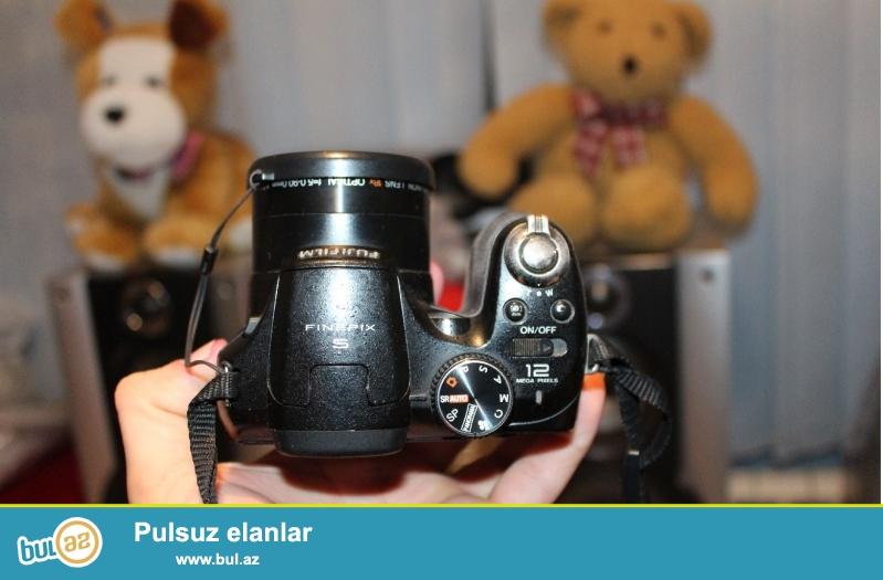 Fotoaparat fujifilm finepix 2500 hd 4 gb yaddash cantasi adaptiri acumlyator batareyasi hamisi bir yerde 100 azn,<br /> ishleyir hec bir problemi yoxdur, sheкiller ozune mexsusdur<br /> 055 222 77 67 nomrede whatsapp var,