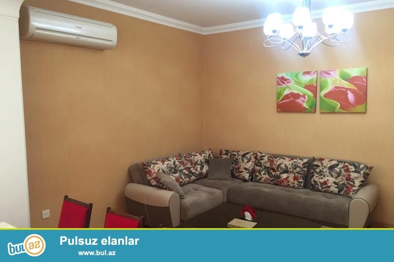 8 мкр, около д/т Зирва, в элитном, полностью заселенном комплексе с Газом и Купчей продается 2-х комнатная квартира, 20/14, общая площадь 96 кв...