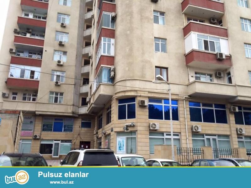 8 мкр, около теннисного академия, в элитном, заселенном комплексе сдается 2-х комнатная квартира, 17/16, общая площадь 90 кв...