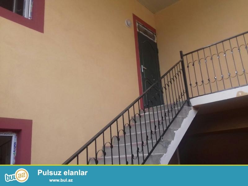 Xırdalan şəhərində  AAAF  Parkın yaxınlığında ,  yoldan 20x30metr məsafədə, 3 otaqlı, altı qaraj olan 1,2 sotun içində olan həyət evi satılır ...