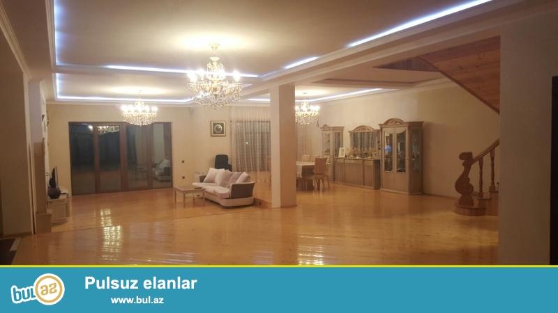 Binəqədi rayonu,6ci mkrda,Məscidin yaxınlığında,12 sot torpaqda,4 mərtəbəli villa satılır,Qiyməti 650min manat...
