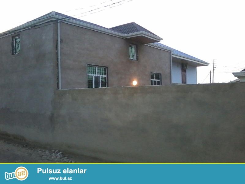yeni ramanida komsomolski kruqa yaxin, 2 sotda, 3 otaqli, ela temirli, kombisi olan ev satilir...