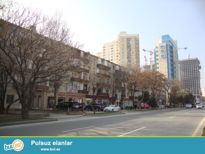 Продаётся 3-х комнатная квартира около «Çıraq Plaza»...