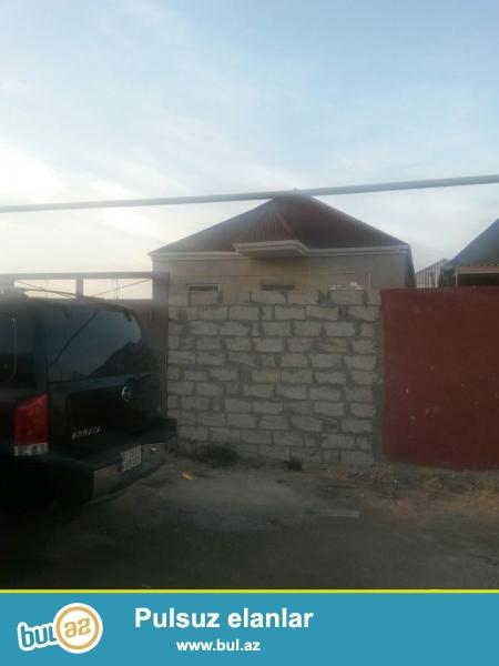 Sabunçu rayonu, Maştağa qəsəbəsi, Palma marketin arxasında, 2 sot torpaq sahəsində tikilmiş 5 daş kürsüdə 3 otaqlı ev satılır...