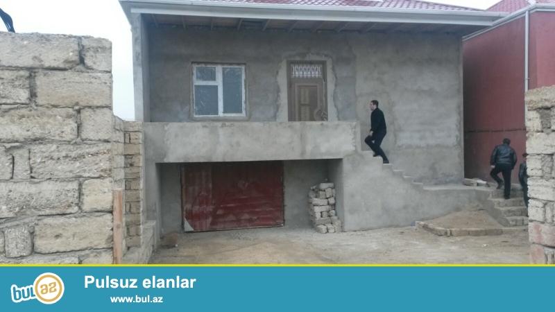 mehemmedi kurdexani yolunun ustunde ana yoldan 200 metr mesafede 2 sotda, 3 otaqli podmayak , kupcali ev satilir.