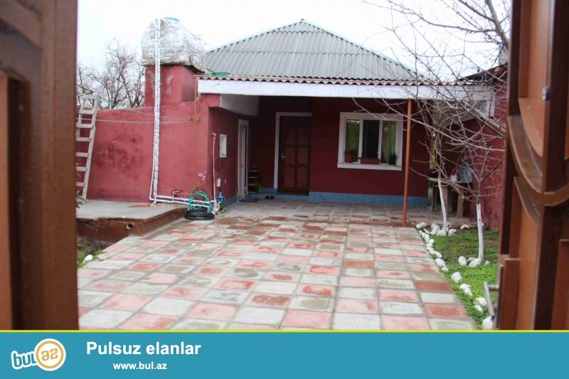 Sabuncu rayonu,Zabrat 1-qesebesi,Firunze kucesinde 4-bir yani zaborun icinde tam-temirli 3-otaqli heyet evi satilir...
