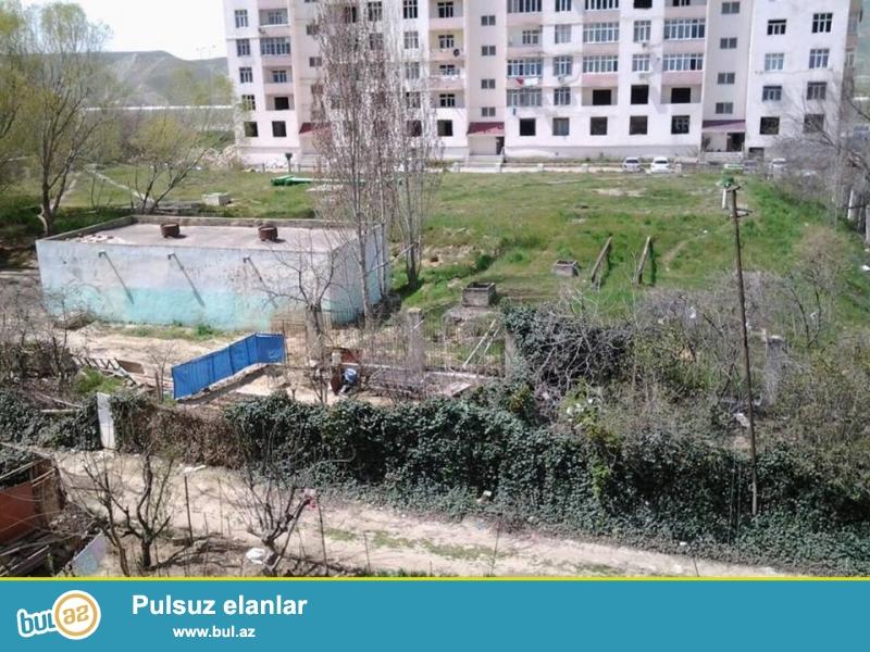 В районе Ени Ясамалы, конечная остановка автобуса №77, ленинградский проект, 9/4, удачно перед...