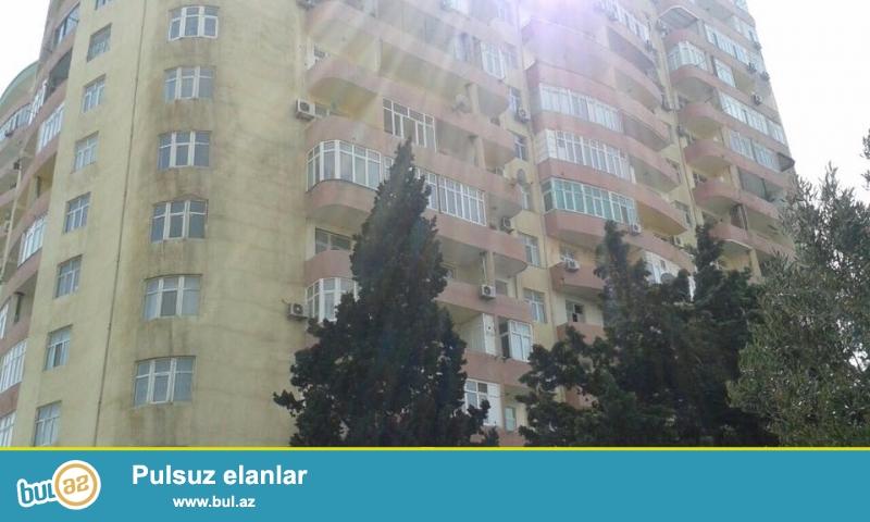 На пр. Матбуат, около университет Бизнес, в элитном, давно заселенном комплексе продается 3-х комнатная квартира, 18/16, общая площадь 124 кв...