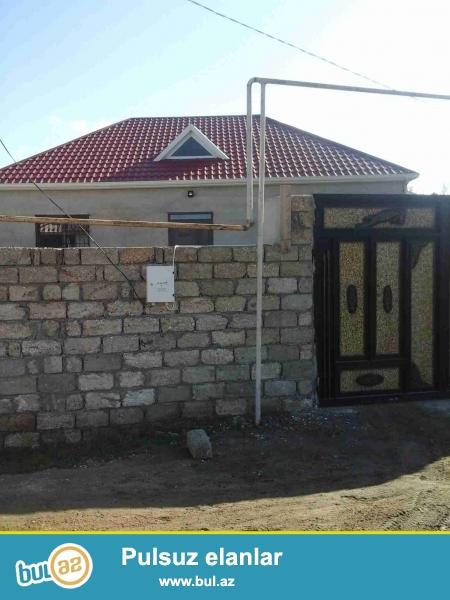 Sabuncu rayonu,Zabrat 1-qesebesi,Qayinin yaninda,Teze-tikili 6-das kursulu olan 4-otaqli Heyet Evi satilir...