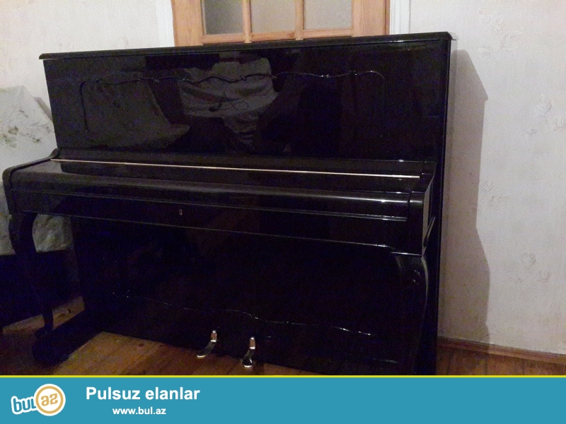 aq ve qehveyi  rengli  pianinolar ideal  veziyyetde