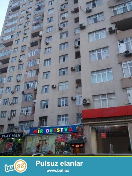 8 мкр, напротив д/т Зирва, в элитном, полностью заселенном комплексе с Газом и Купчей продается 3-х комнатная квартира, 20/17, общая площадь 147 кв...
