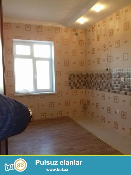 Xırdalan şəhərində , H.Əliyev prospektində , AAAF parkın  yanında  2 mərtəbəli həyət evi satılır...