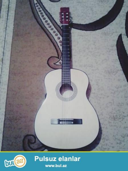 Guiza Classic Gitar Satilir Sumka Hediyye verilir qiymet 50 azn...