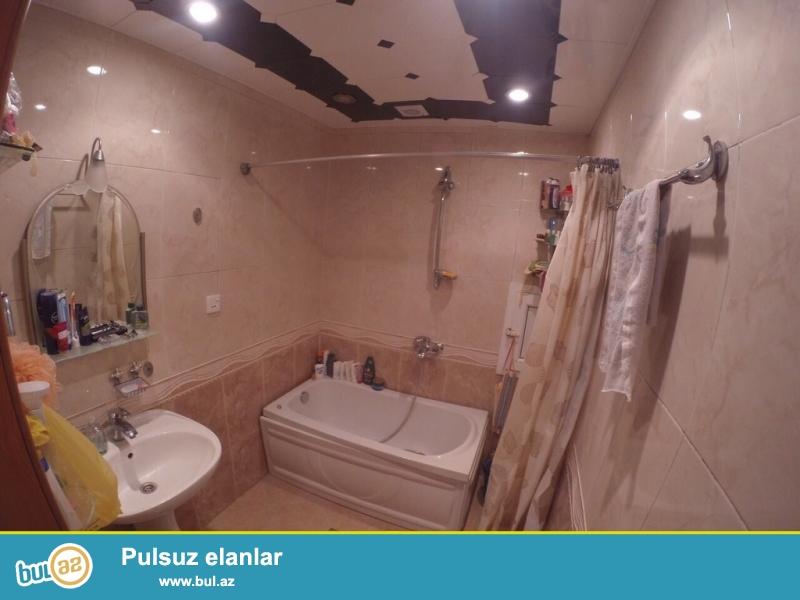 Очень срочно!  В близи метро  на Нефтчилер  продается 3-х комнатная квартира  нового строения   2/17, площадью  100   квадрат...