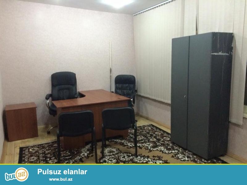 Gənclik Metrosuna yaxın Kral şadliq evi ilə üz-üzə küçədə. İki mərtəbə obyekt...
