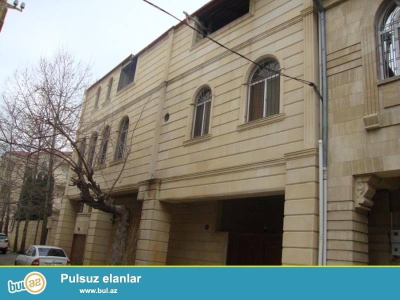 В элитном районе города Баку, около метро Гянджлик продается 2-х этажная вилла...