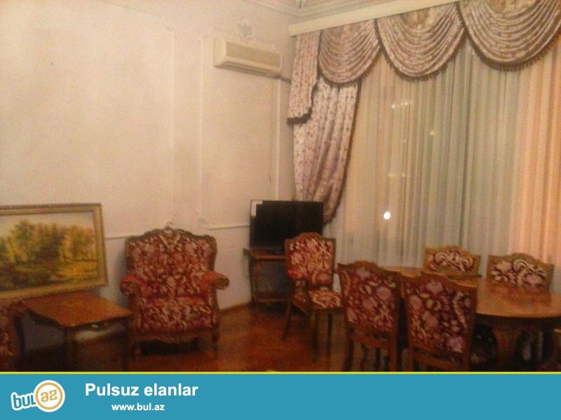 Cдается 4-х комнатная квартира в центре города, в Сабаильском районе,  на площади Азнефть...