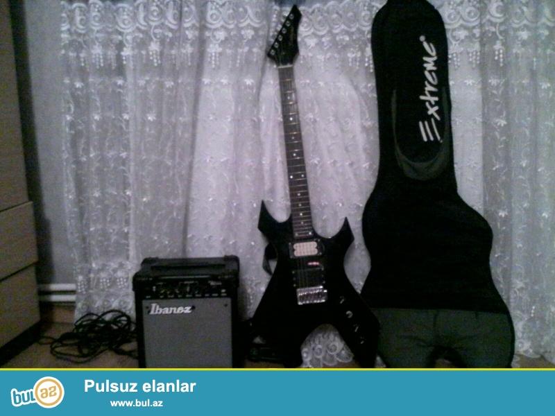 Extreme firmasindan RockStyle black guitar, yaninda cantasi, Ibanez markali amfi (kalonka), kemer, kablo verilir...