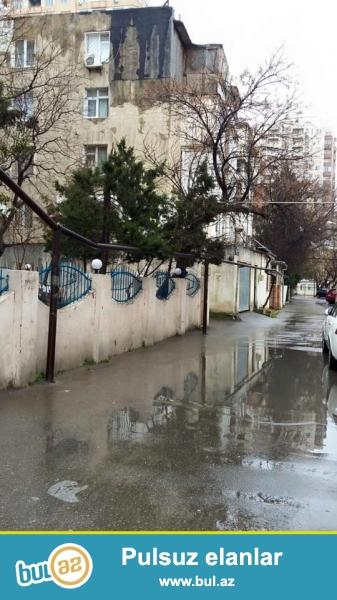 ОЧЕНЬ СРОЧНО!!! ГОРЯШИЙ ВАРИАНТ!!! В районе Ясамал, по улице Шарифзаде, ближе к Асан хидмат, каменный дом, средний ремонт...
