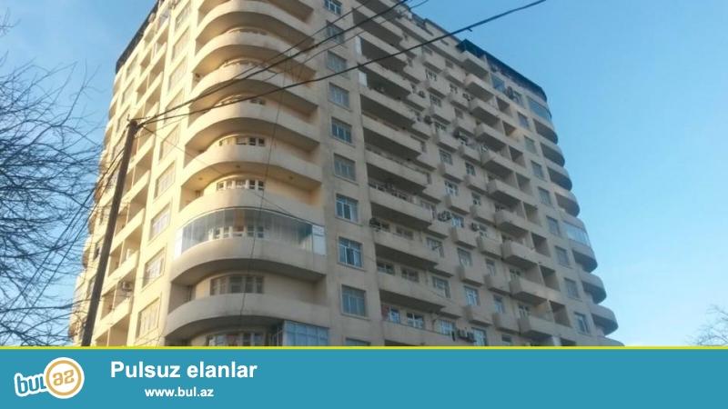 ЭКСКЛЮЗИВ!!! 9 мкр, около д/т Сона, в жилом, полностью заселенном комплексе с Газом продается 2-х комнатная квартира, 16/9, общая площадь 96 кв...