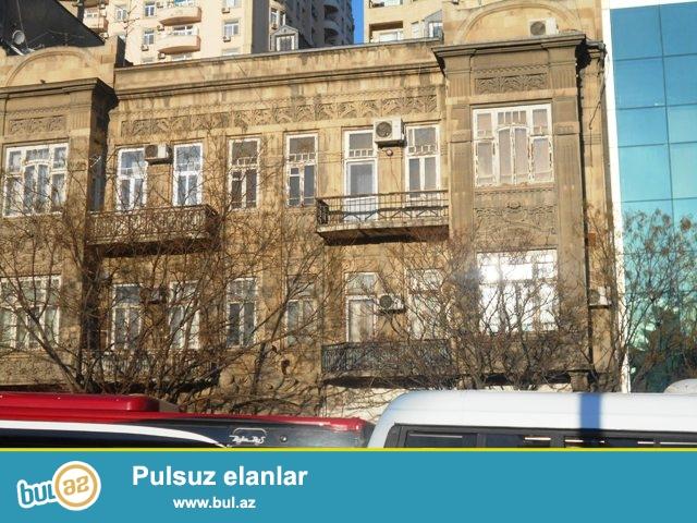 Nəsimi rayonu, Nizami metrostansiyasının yaxınlığında eksperimental layihəli daş binada 3 otağa düzəldilmiş mənzil satılır...