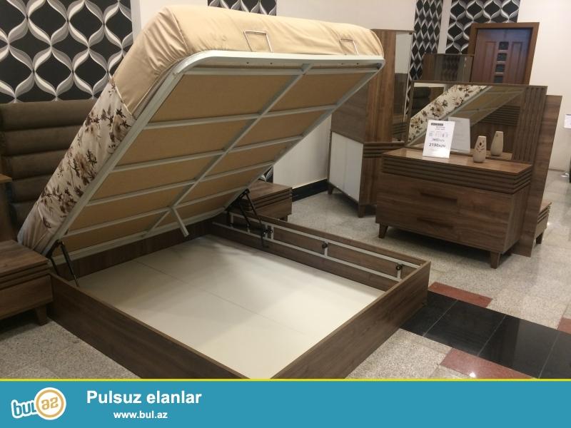 Tecili olaraq yataq desti  (şifoner, çarpayı, tryumo, matras) satılır. Qiyməti 2500 AZNdir...