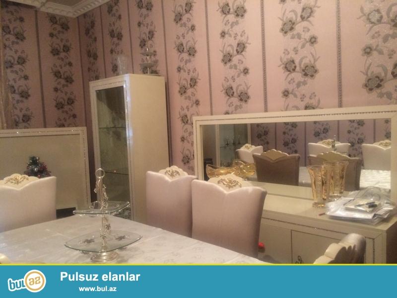Biləcəridə 3 otaqlı təmirli həyət evi satılır!<br /> Ev 2 sotun içində 8  qoşa daş kürsü ilə tikilmiş <br />  ayrı-ayrı girişləri olan 85 kv...