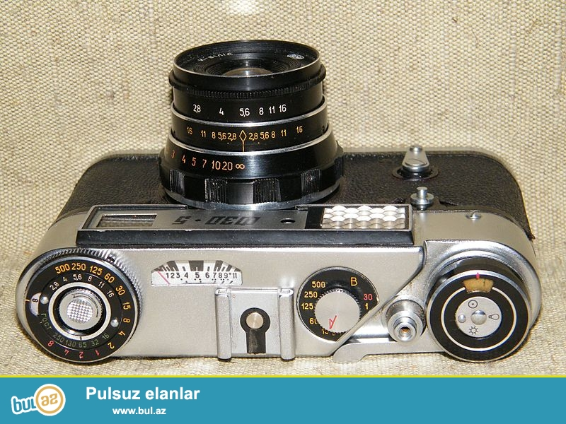 1977-ci ilin fotoaparat satilir FED-5. Qiymeti razilawma yoluyla.