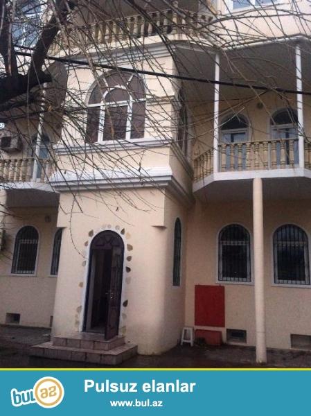 Наримановский район, по проспекту Ататюрк, рядом с офисным магазином «Zivella», вдоль дороги сдаётся 3-х вилла...