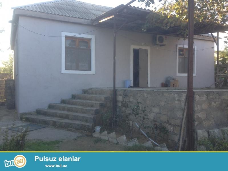 Təcili  Yeni Suraxanıda həyət evi satılır.Yerdən 7 daş kürsülü,2 daşdan hörqülü,2 otaqlı tam təmirlidir...