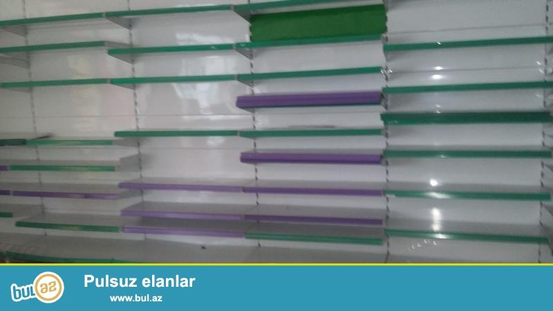 Magaza vitrinleri satilir.divar vitrinlerinin her biri 8 polkalidir...