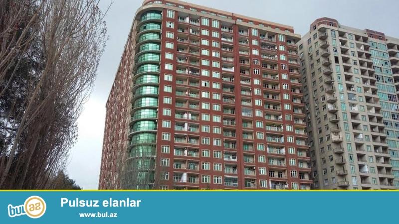 На пр. Азадлыг, около Мед. Институт, в давно  заселенном комплексе с Газом продается 2-х комнатная квартира, 20/3, общая площадь 95 кв...