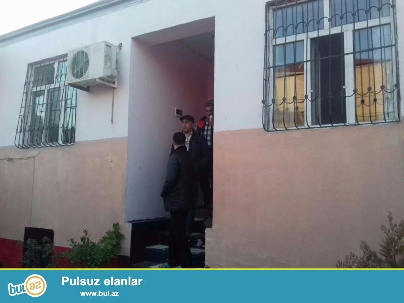 Xırdalan şəhərində , H.Əliyev prospektində , mərkəzi yoldan 100 metr məsafədə 120-nın astnovkasında 1 sotun içində 3 otaqlı həyət evi satılır ...