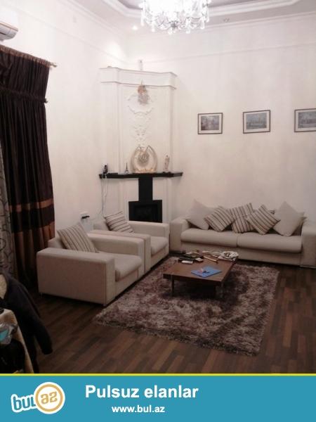 Срочно! Возле Малаканского садика напротив ресторана  МАДО  сдается в аренду 2-х комнатная квартира  старого строения, 2/3, площадью  60  квадрат...