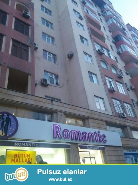 8 мкр, над магазином Romantik, в элитном, полностью заселенном комплексе с Газом продается 3-х комнатная квартира, 12/7, общая площадь 120 кв...