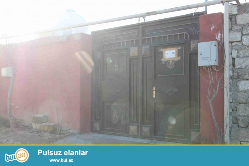 Sabuncu rayonu,Zabrat 1-qesebesi,Yaxin marketin yaninda teze-temirli,4-bir yani zaborun icinde olan qosa-dasla tikili 3-otaqli heyet evi var...