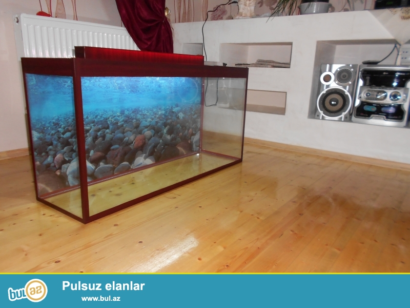 akvarium teze 150 litre  qapaqi ve arxa fon wekili var <br /> uzunu 1 metir<br /> hundurluyu 54sm <br /> eni 30sm
