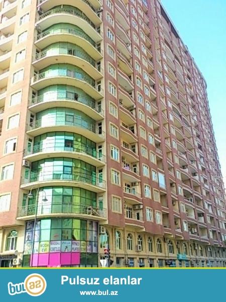 Очень срочно! В элитном комплексе *РЕАЛ МТК* рядом с асан Хидмет продается 2-х комнатная квартира  нового строения 14/20, площадью 82 квадрат, Квартира  без ремонта ,с красивой панорамой , средний блок...