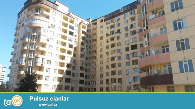 ЭКСКЛЮЗИВ!!! 4 мкр, около д/т Гызыл тадж, в жилом, полностью заселенном комплексе с Газом продается 3-х комнатная квартира, 18/15, общая площадь 122 кв...
