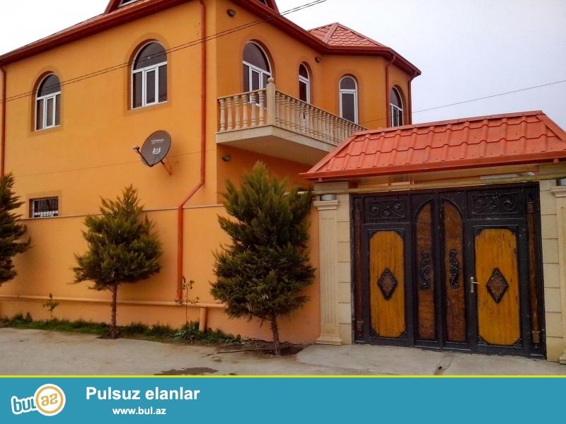 Xetai rayonu Kend Ehmedlide 42 nomreli marsrutun yolunda duz yolun qiraginda Super Yellow Monardo stilinde turk dizaynerleri terefinden insa edilen 2 mertebeli  Super 5 otaqli Villa...
