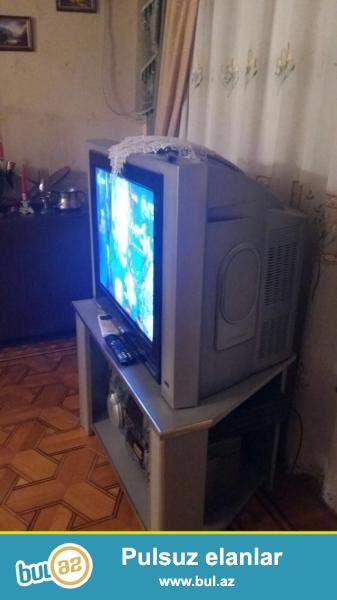 82 ekrandi ve hec bir problemi yoxdur. Televizor altligi ile birge satilir ve qiymeti razilasma yolu ile...