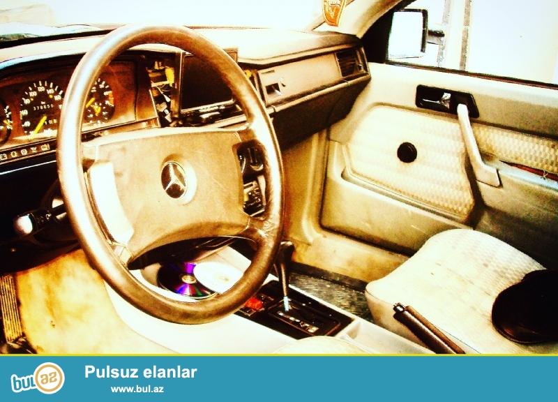 Mercedes 190,1990 ci il,1991 ci il model.Tund yasil asfalt, avtomat karobka,lyuk,2 steklapadyomnik,dvd maqnitafon,monitor,4 eded kalonka,arxa kamera radar,pult merkezi qapanma sistemi...
