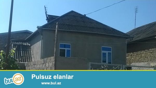 Ev Satilir iki mərtəbəli Xaçmaz şəhəri bazarin yani şəhərin mərkəzi 1...