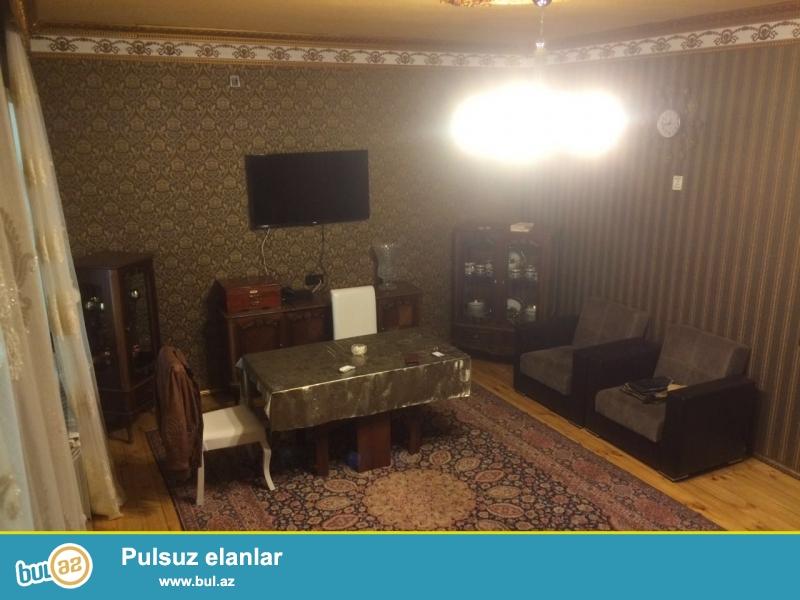 Продается 4-х комнатная квартира в Сабунчинском районе, в поселке Бакиханова (Разин), рядом с Дворцом...