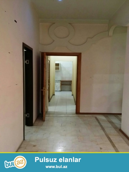 Владелец. Сдается в аренду объект, расположен в центре города, имеется два центральных выхода, четыре комнаты, сан узел, интернет, телефон, кабельное телевидение, кондиционер, камеры видеонаблюдения...