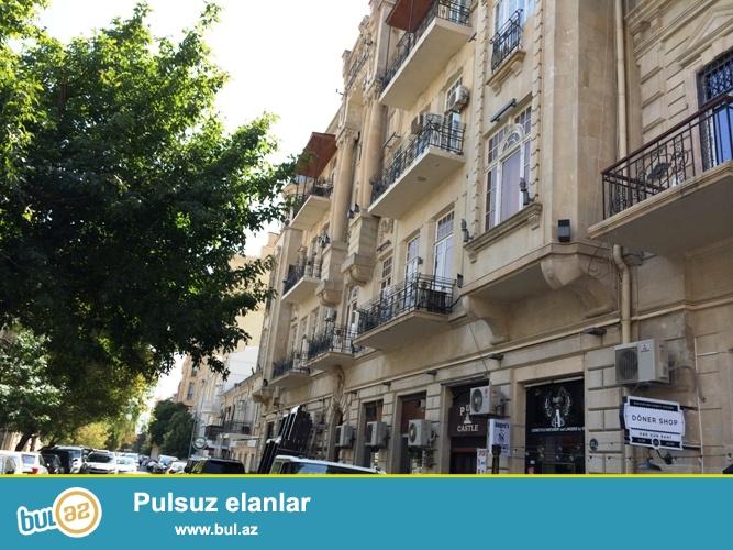 В Сабаильском районе на площади фонтанов сдаётся 3-х комнатная квартира ...