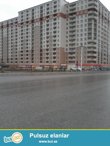 mehemmedli kendinde, binalarin yaninda yola yaxin 1 sotu--2500 azn olan 1 ha, xususi mulkiyyet, senedli torpaq butov satilir