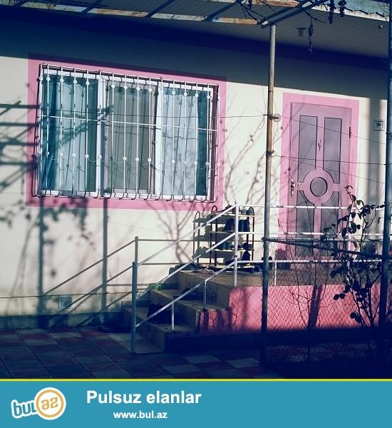 Zabrat 1 qəsəbəsində 3 sot torpağın içində 3 otaqlı tam təmirli 95 kv/m sahəsi olan həyət evi satılır...