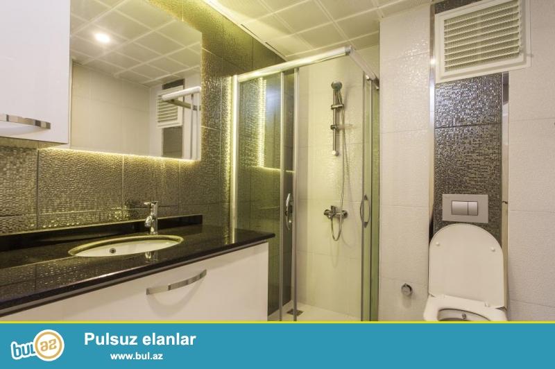 В престижном хорошо развитом городском районе Анталии просторная квухкомнатная квартира в уютном жилом комплексе в 300 м от моря и пляжа...